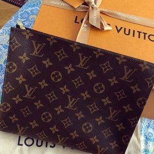 ✨Authentic ✨Vintage Louis Vuitton toiletry bag 26